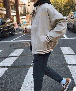 ao-khoac-nam-bomber-jacket-kaki-chu-3